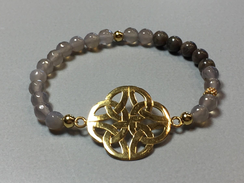 Elastisches Armband Achat und Endlosknoten Silber vergoldet
