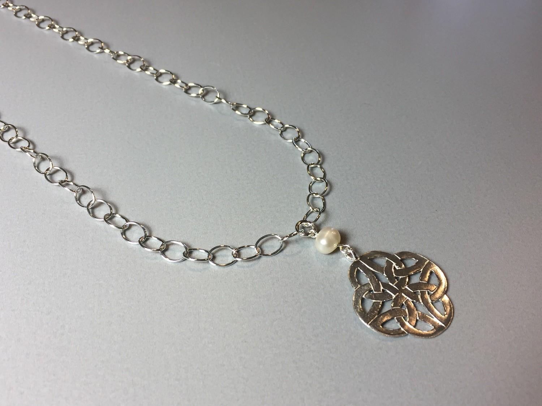 Lange Gliederkette mit Symbol Silber und Perle