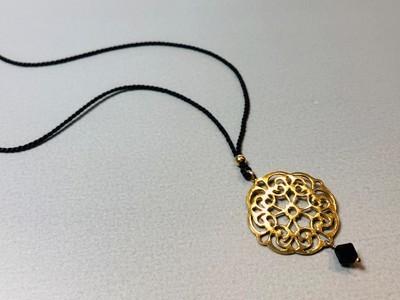 Seidenkette mit Mandala Silber vergoldet