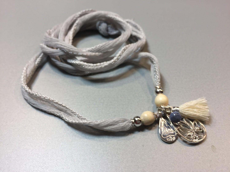 Seiden-Wickelarmband mit Lotus und Buddhaanhänger Silber
