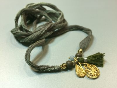Seiden-Wickelarmband mit Lotus und Buddhaanhänger Silber vergoldet