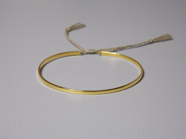 Flacher Silberarmreif vergoldet mit Baumwollband oliv