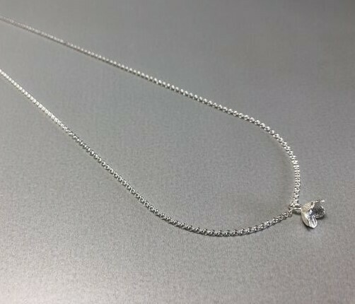 Halskette Silber mit zarter Blüte