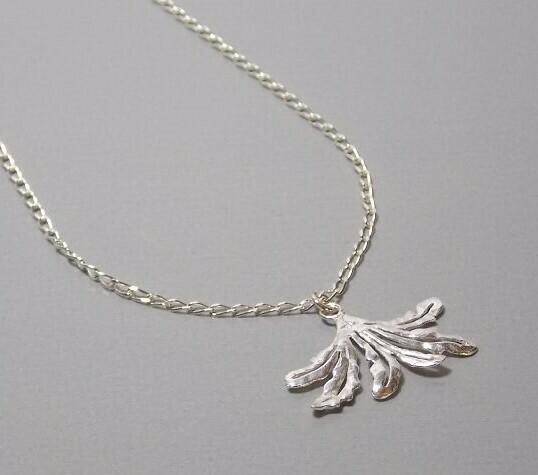 Halskette Silber mit Fächerblatt