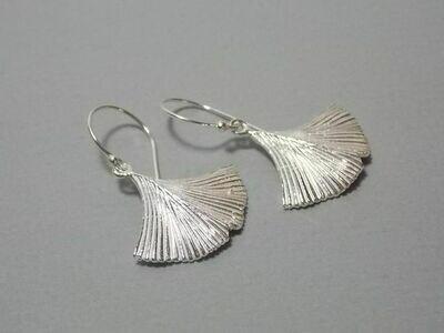 Ohrhänger Silber mit Gingkoblatt