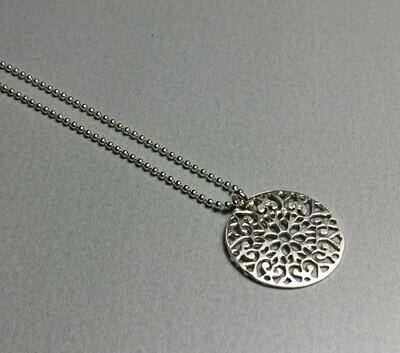 Kurze Kugelkette mit Ornament Silber