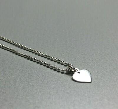 Kurze Kugelkette mit Herzchen Silber