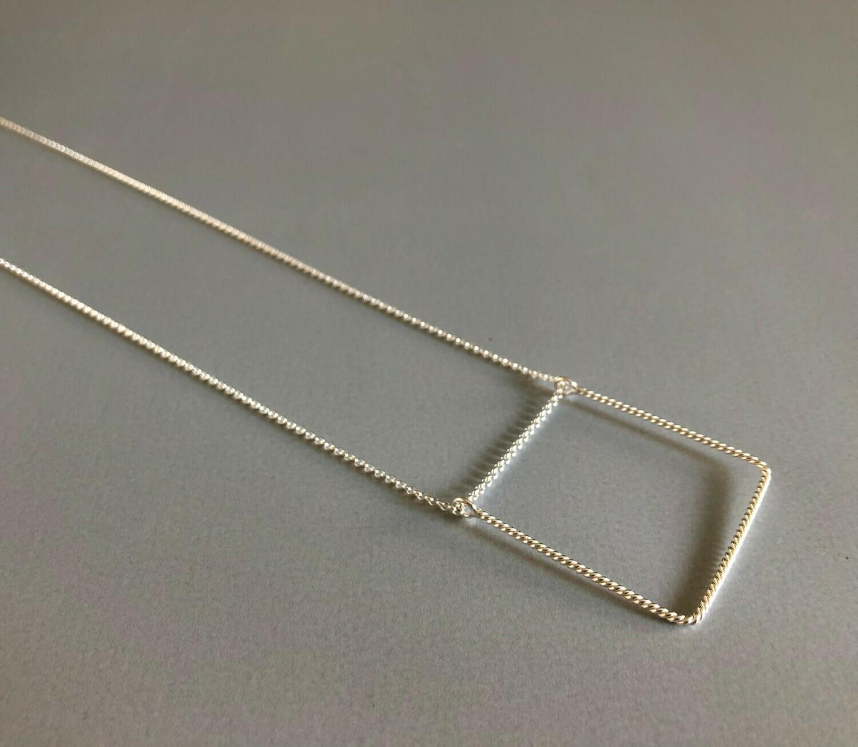 Lange Halskette Silber  mit quadratischem Element