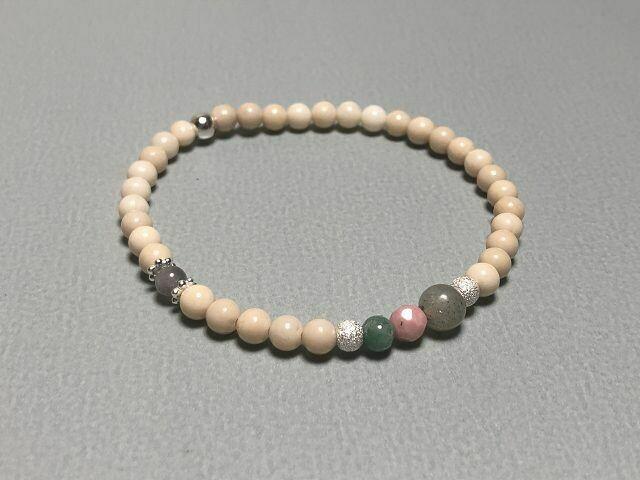 Armband mit Natur- und Edelsteinen