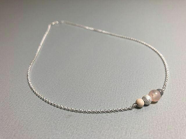 Halskette mit Edelstein Naturstein und Silberkugel