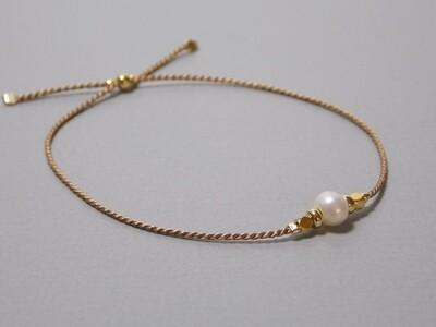 Seidenarmband taupe mit Perle