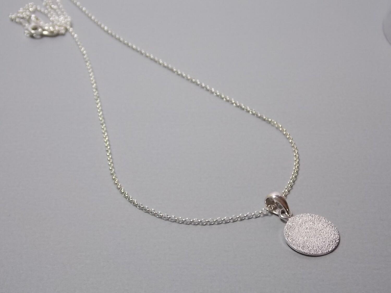 Halskette mit rundem Anhänger Silber