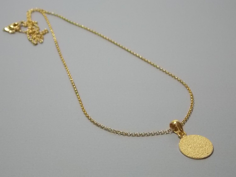 Halskette mit rundem Anhänger Silber vergoldet