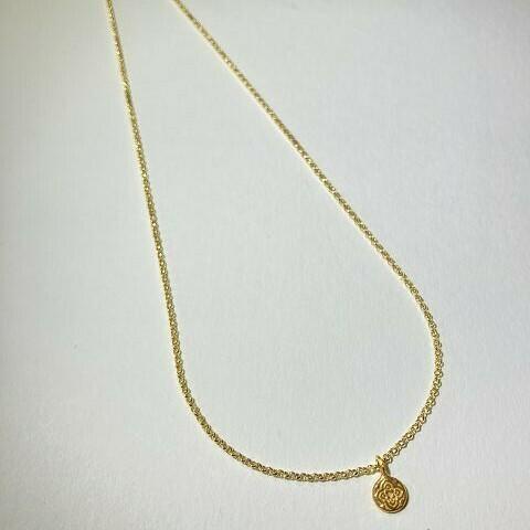 Kurze Halskette vergoldet mit Anhänger