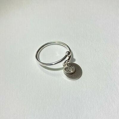 Offener Ring mit Plättchen