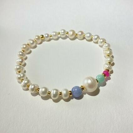 Perlenarmband mit Edelsteinen