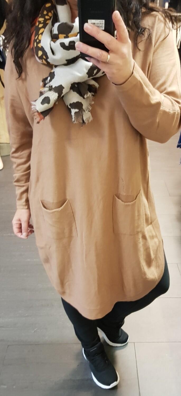 Comfy lange trui met knoopjes camel
