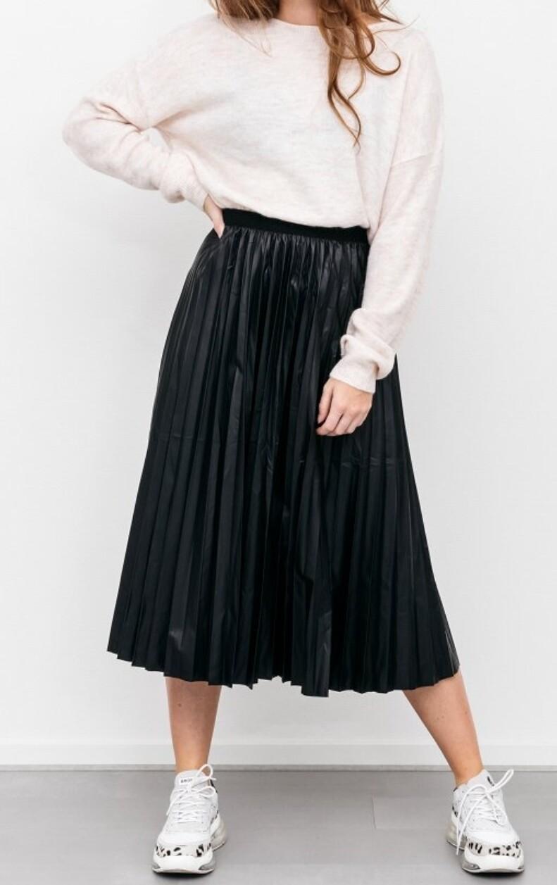 Leather look plisse rok zwart