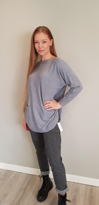 Oversized trui met detail op rug grijs
