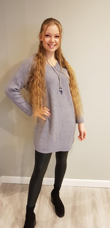 Fijn gebreide trui met v hals grijs
