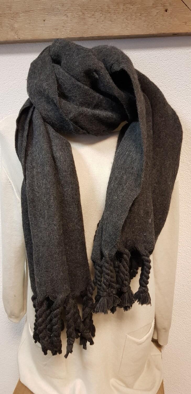 Grijze winter sjaal met franje