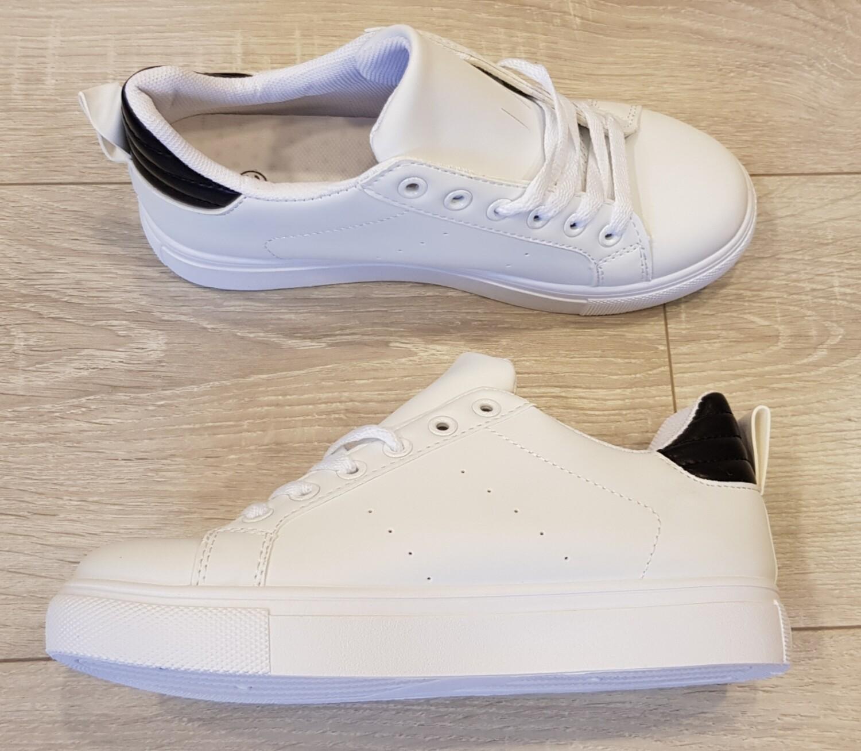 Sneaker wit met zwarte achterkant