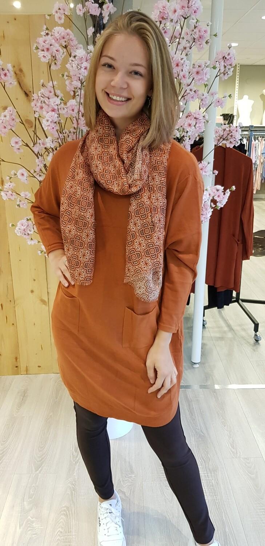 Lange trui met knoopjes roest bruin