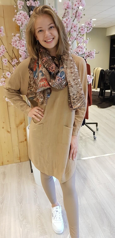 Lange trui met knoopjes camel