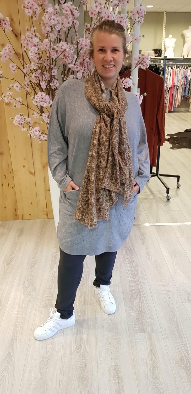 Lange trui met strikjes grijs