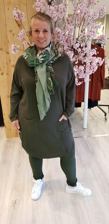 Lange trui met knoopjes groen