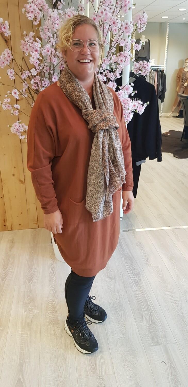 Lange trui met knoopjes bruin