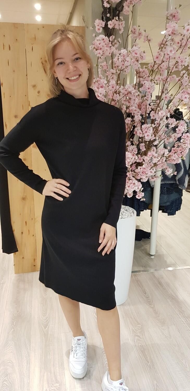 Fijn gebreide jurk met col zwart