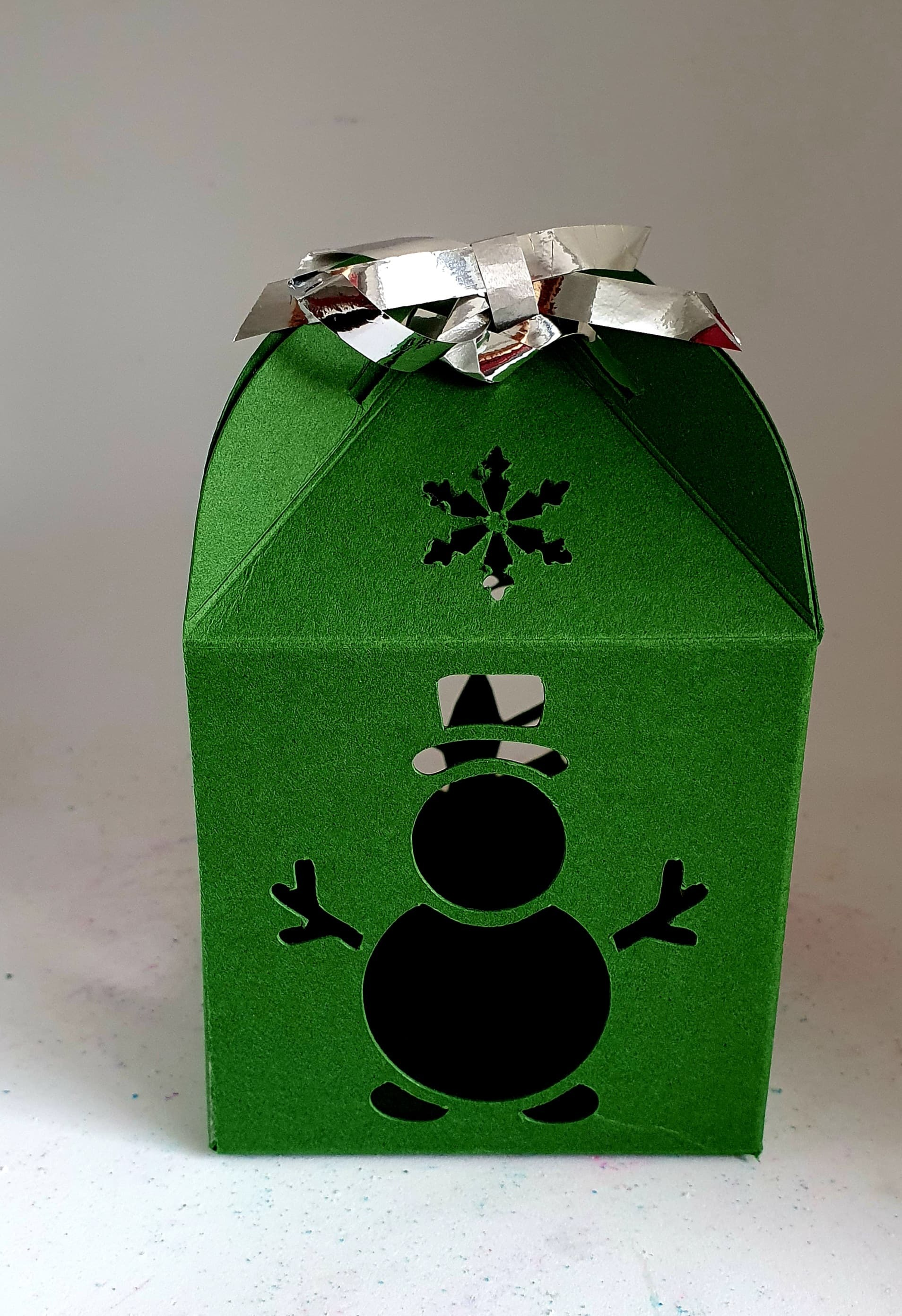 Christmas gift box Approx Height 100 mm ,length 68 mm & Length 68 mm 00366