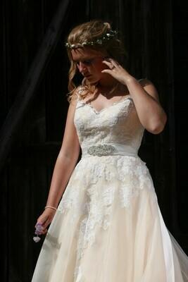 A-Line Lace Wedding Dress | Style Aurelie
