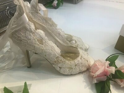 Ivory Lace Wedding Shoes | Style Violet | Size 40
