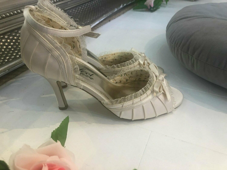 Ivory Satin Wedding Sandals | Style Carole | Size 39