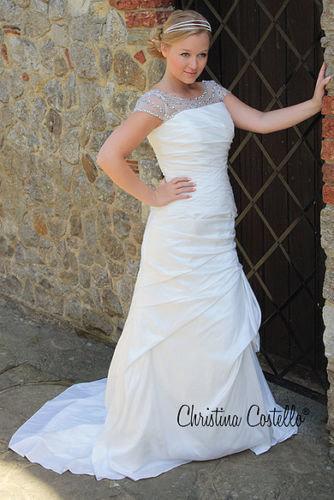 Arezzo Wedding Dress Size 8-10