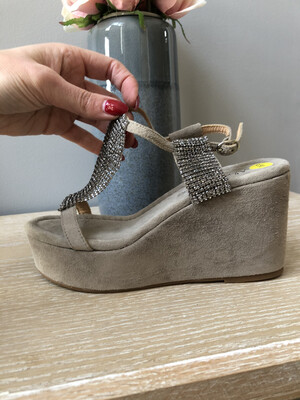 V19401 Suede Taupe Wedge