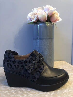 Marian - 40704 Black Wedge With Leopard Detail