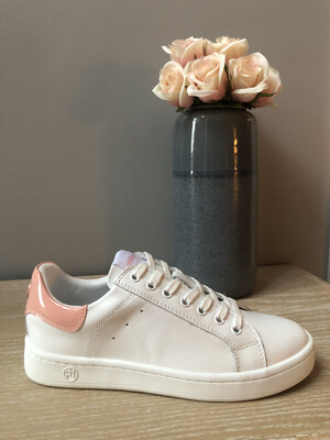 Lova Rosewater Sneaker