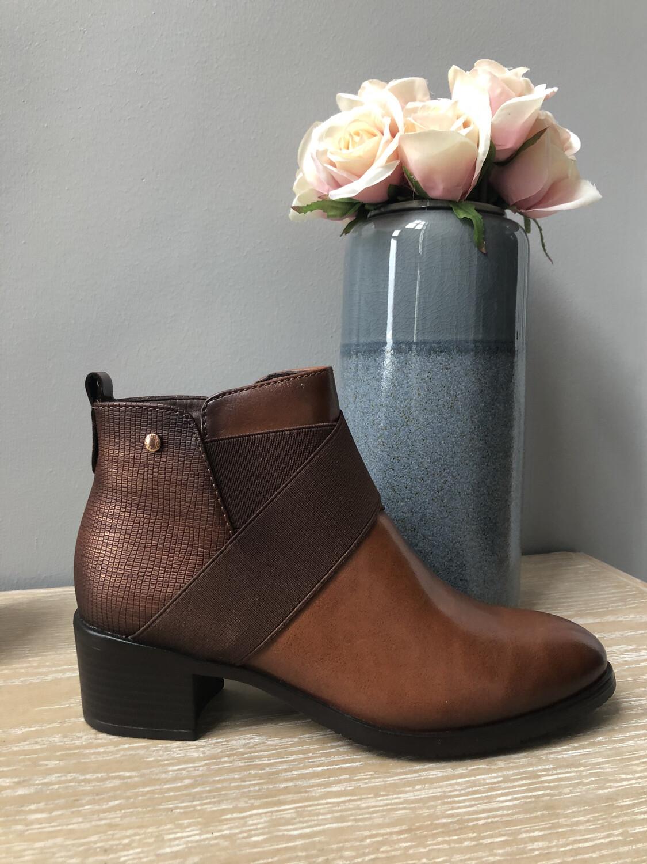 Cori Tan Ankle Boot With Kriss Kross Detail