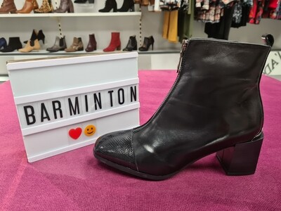 Black Leather Boot With Patent Square Toe