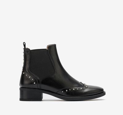 Efrain Chelsea Boot With Stud Detail