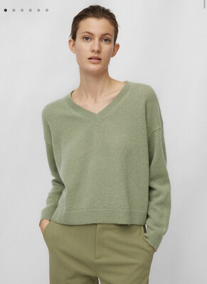 Dried Sage V-Neck Jumper Of Alpaca Wool