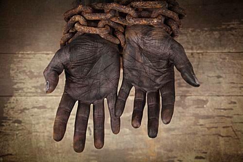 Segles d'esclavitud: entre esclaus i negrers