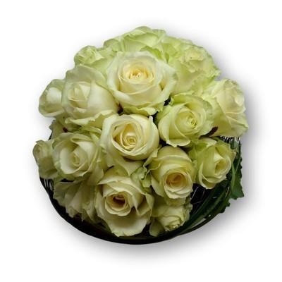 Brautstrauss rund mit weisse Rosen