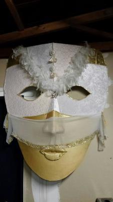 Oversized Masks - Gold / White
