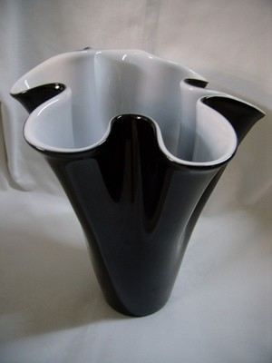 Frilly Vase - Black