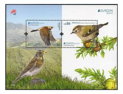Азорские острова. EUROPA. Национальные птицы: дрозд-рябинник и жёлтоголовый королёк. Почтовый блок из 2 марок