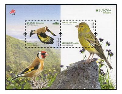 Мадейра. EUROPA. Национальные птицы: черноголовый щегол и канарский канареечный вьюрок. Почтовый блок из 2 марок